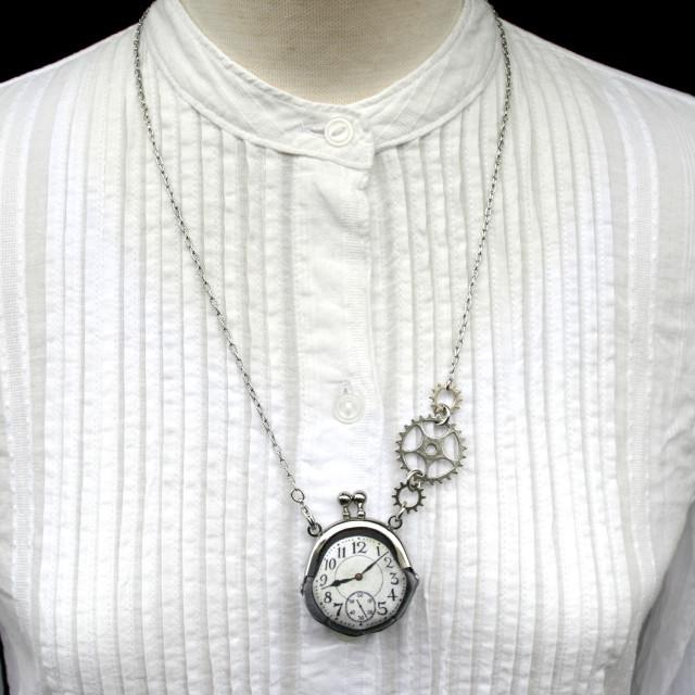 【即納】時計がま口ミニ 大きな歯車のネックレス  アラビア数字銀時計 - 金星灯百貨店