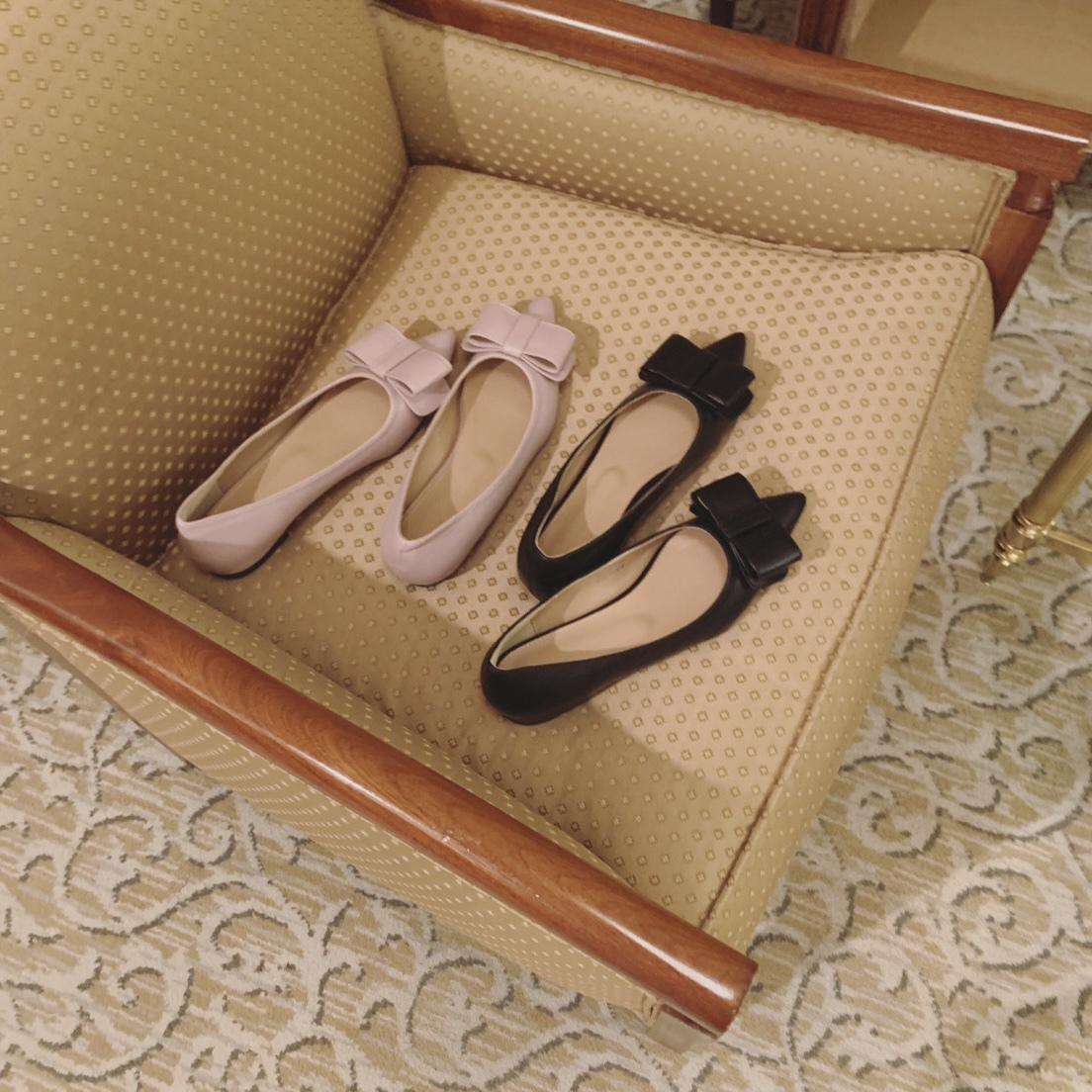 ribbon pointed toe shoes
