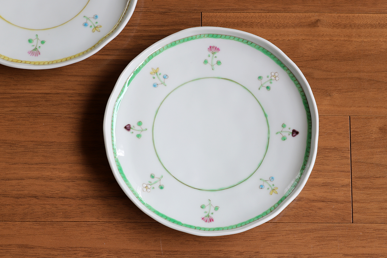 藍水 花暦(緑) 6寸皿 直径約18cmパン皿に使える大きさの器 うつわ藍水(波佐見焼)