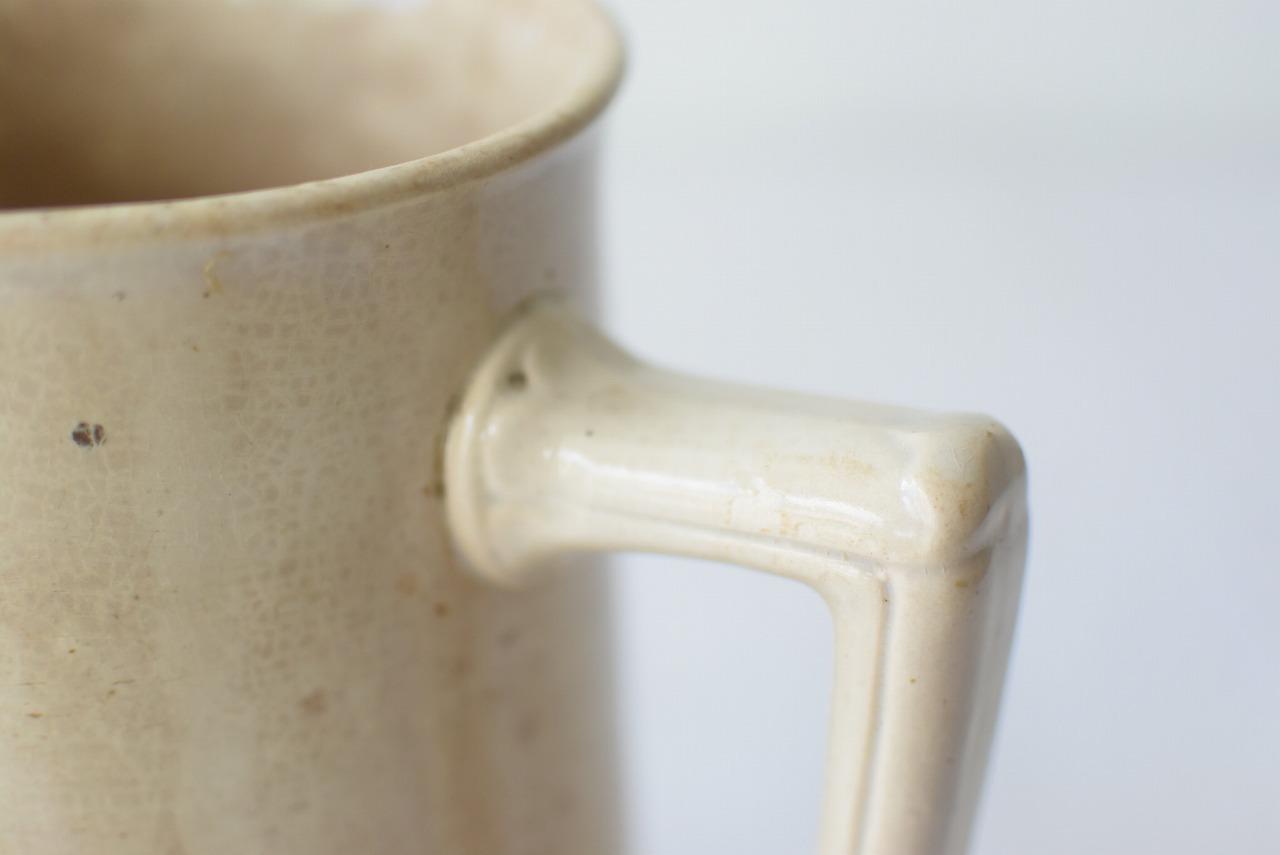 アンティーク貫入のある陶器ピッチャー