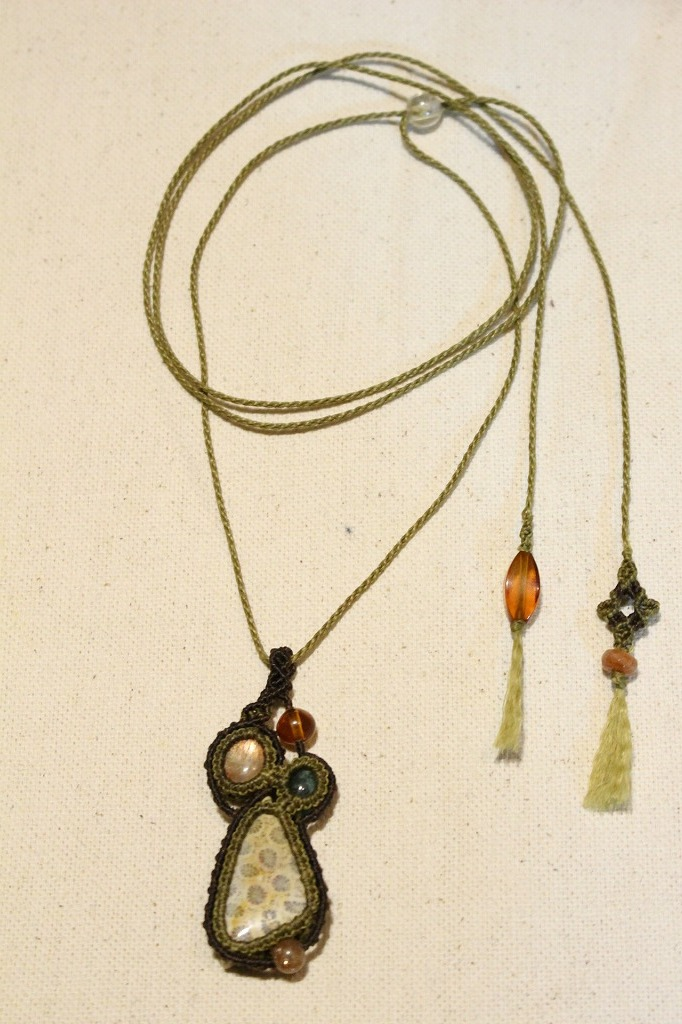 Fossilcoral Sunstone Emerald micromacrame pendant