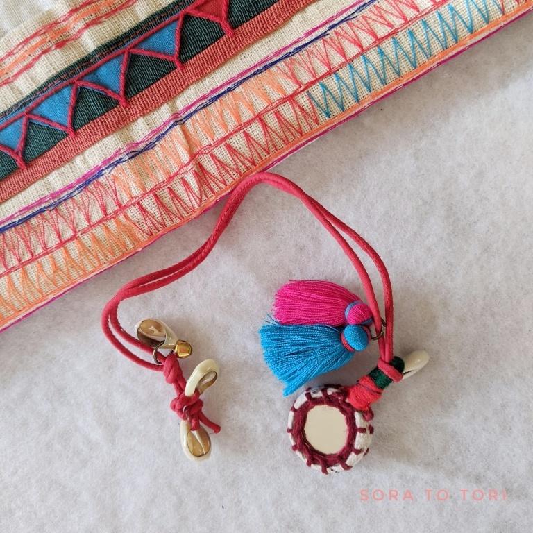 チェンマイ ミラーワーク刺繍とカラフルちびタッセルのチャーム