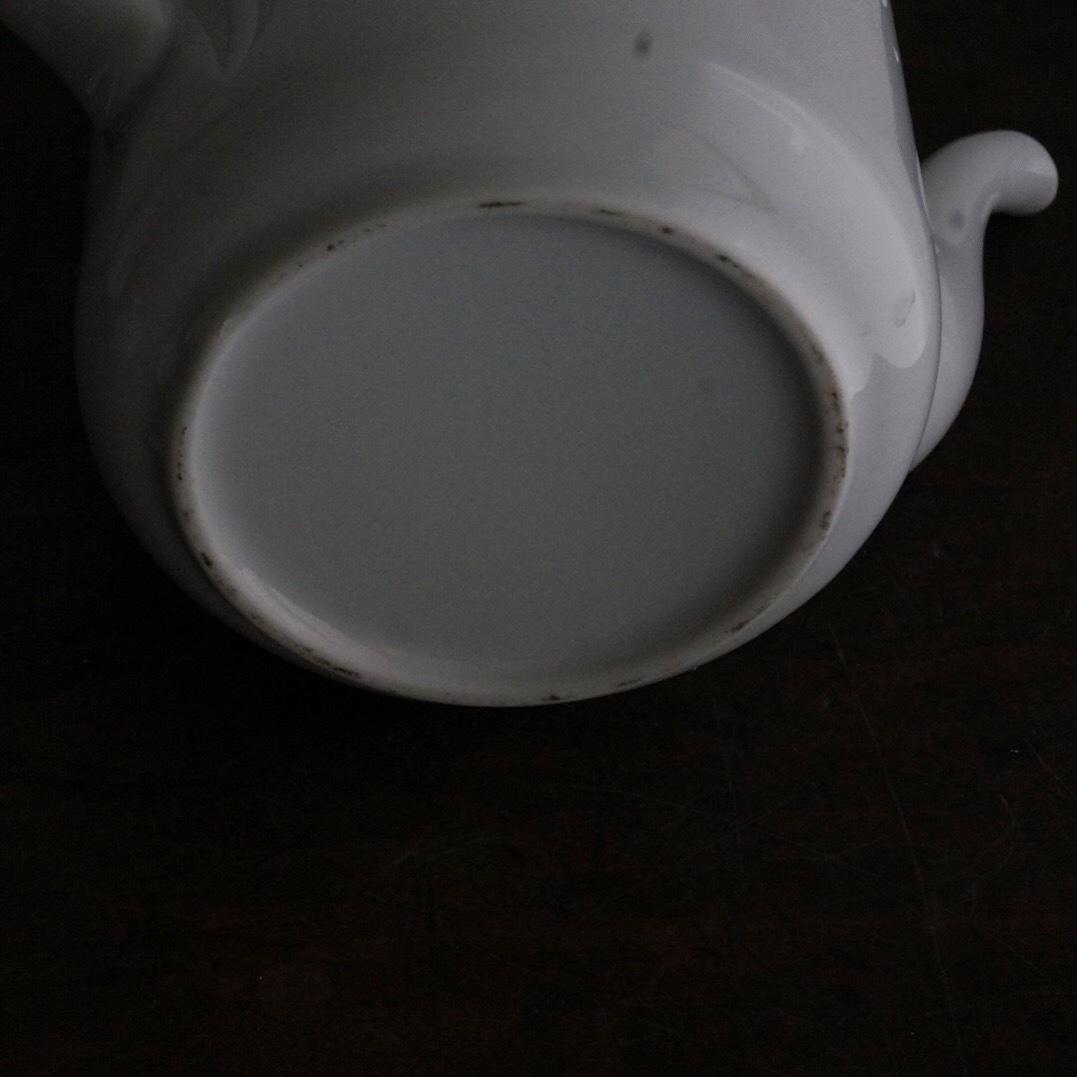 古い国産の白磁ポット