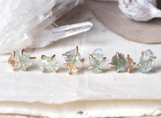 原石のアクアマリンとダイヤモンドクォーツのピアス