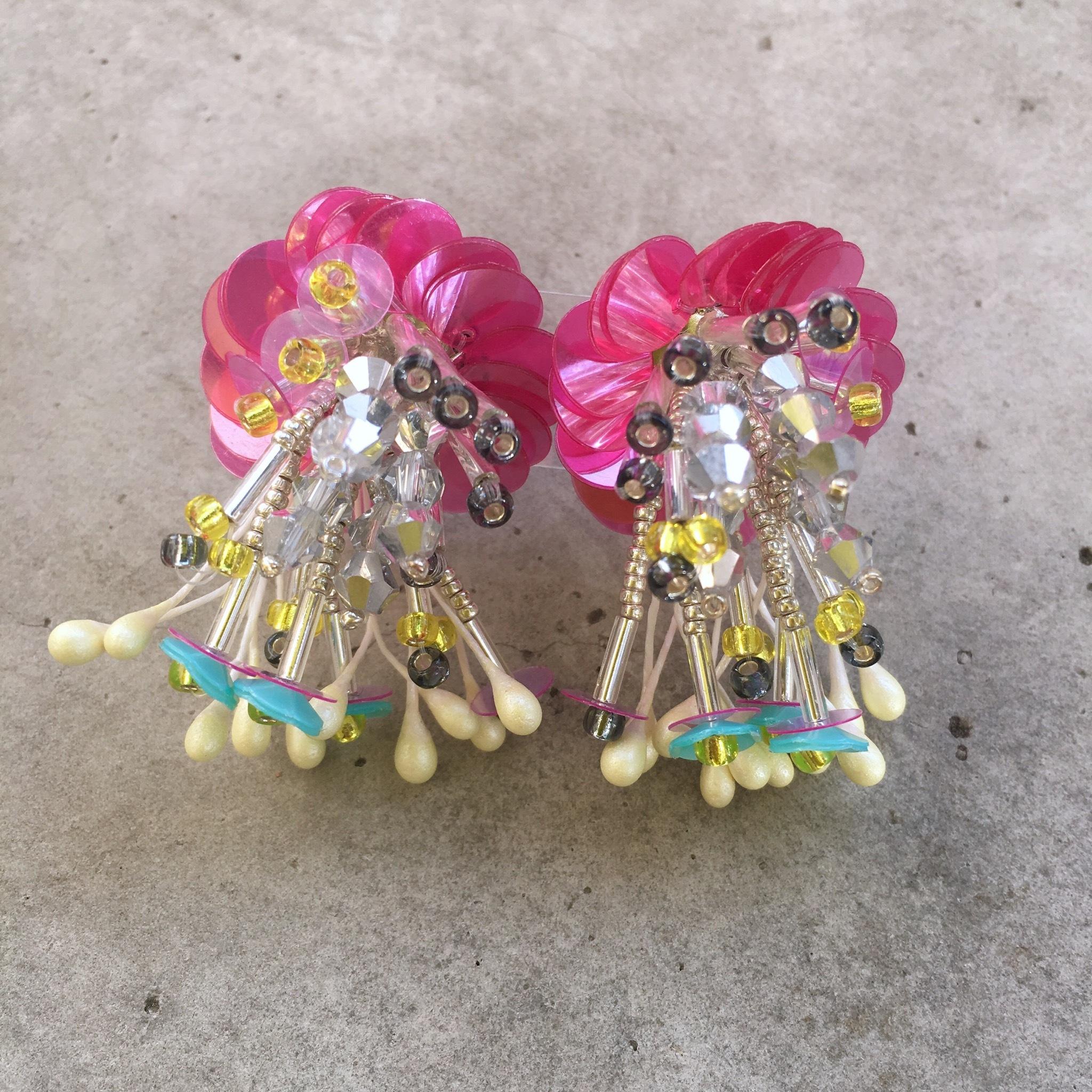 花束耳飾り・ピンク