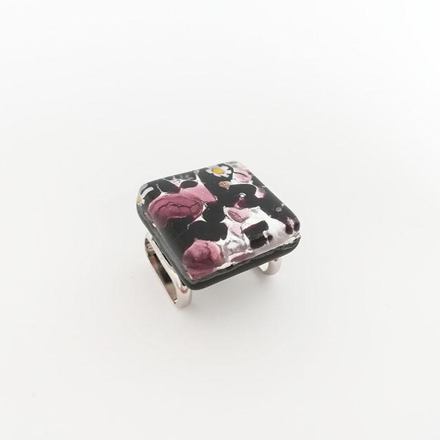 ベネチアングラスの帯留め(紫×黒)