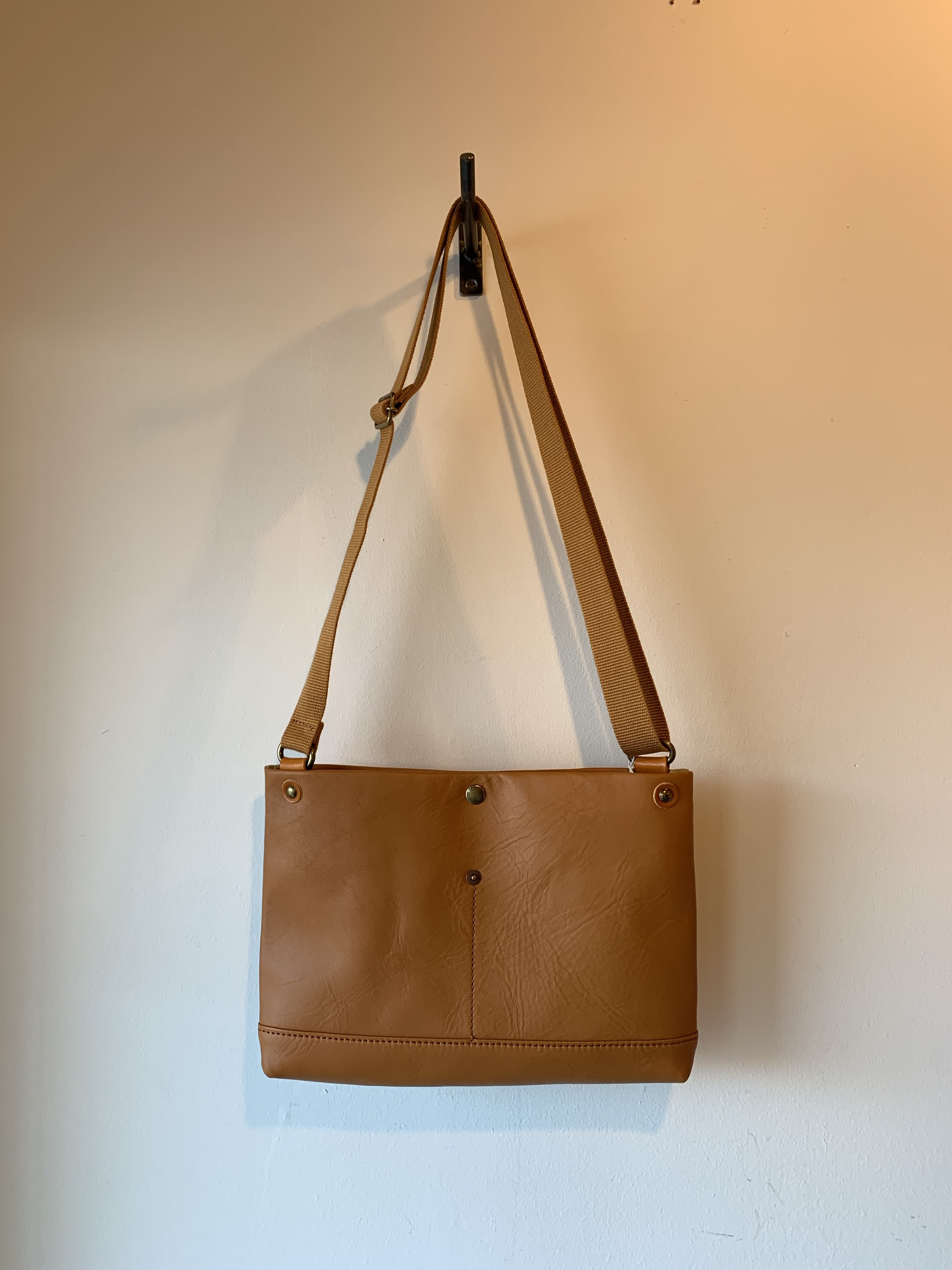 suolo(スオーロ) BELL leather