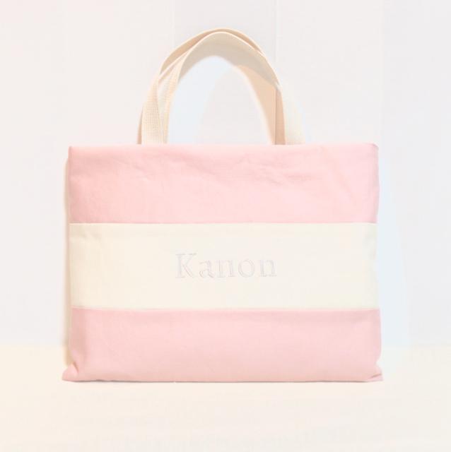 ネーム刺繍入りのパステルピンクのレッスンバック