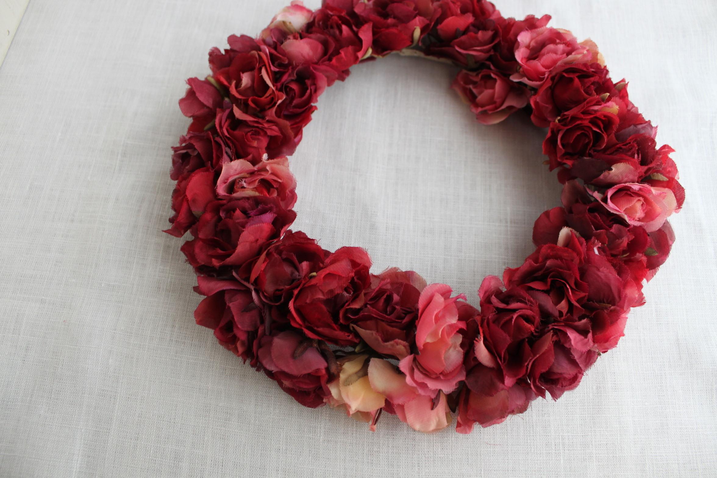 ドライフラワー風に染めた布花薔薇のリース