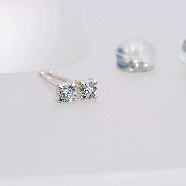 美シンプルダイヤモンドピアス 0.08CT 4点留め Pt900