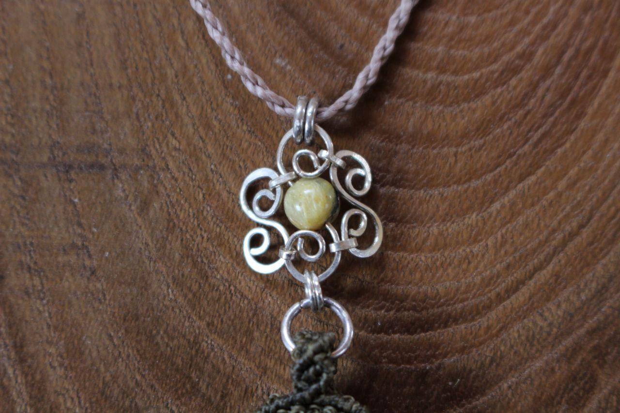 Garden quartz & Sunstone silverwire micromacrame pendant