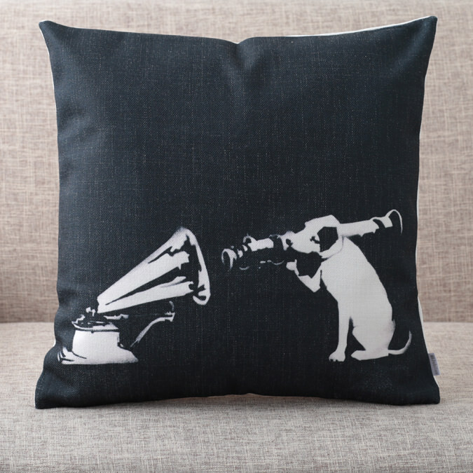 バンクシー Banksy クッションカバー HMV Victor Dog