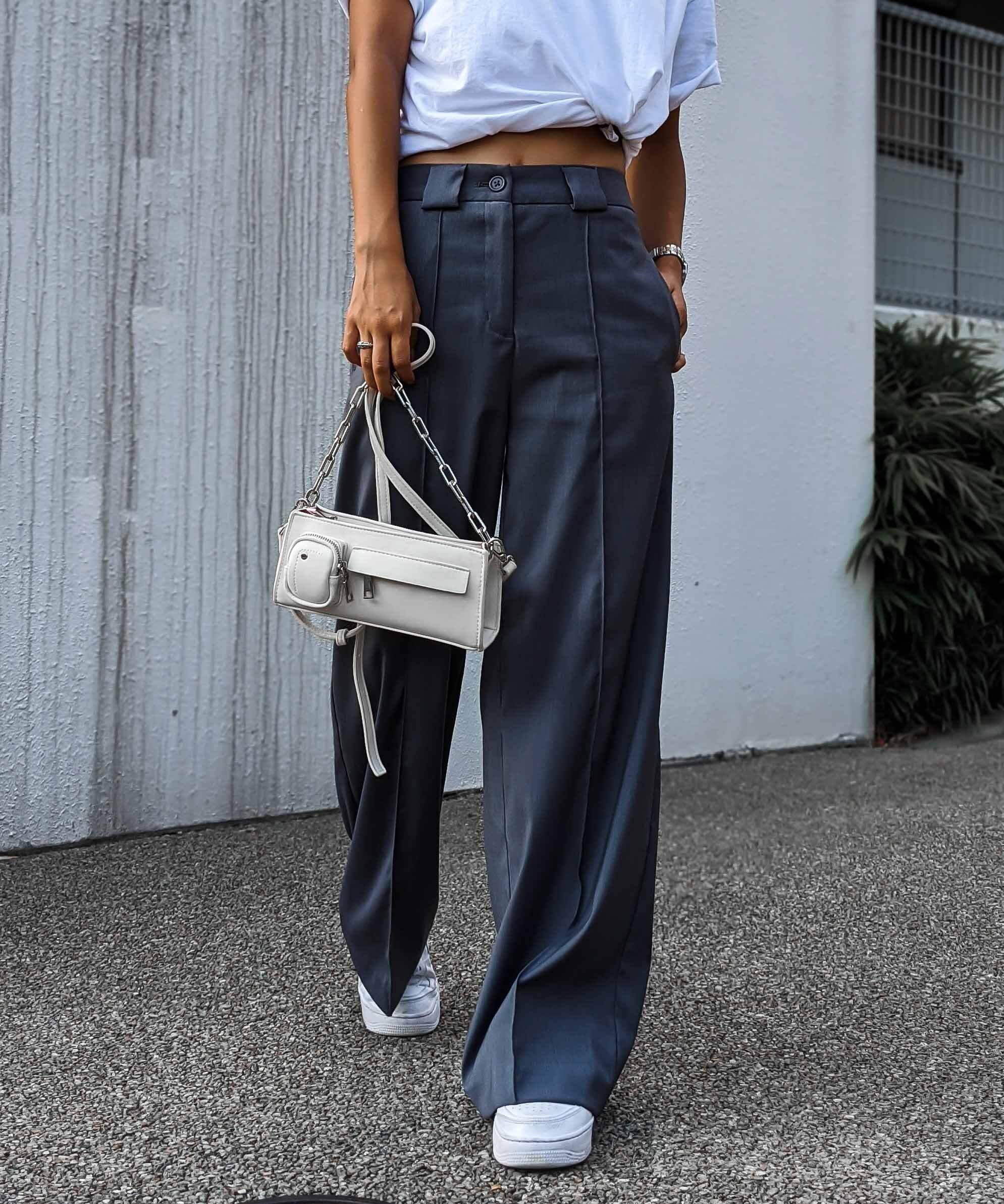 Center tuck wide pants
