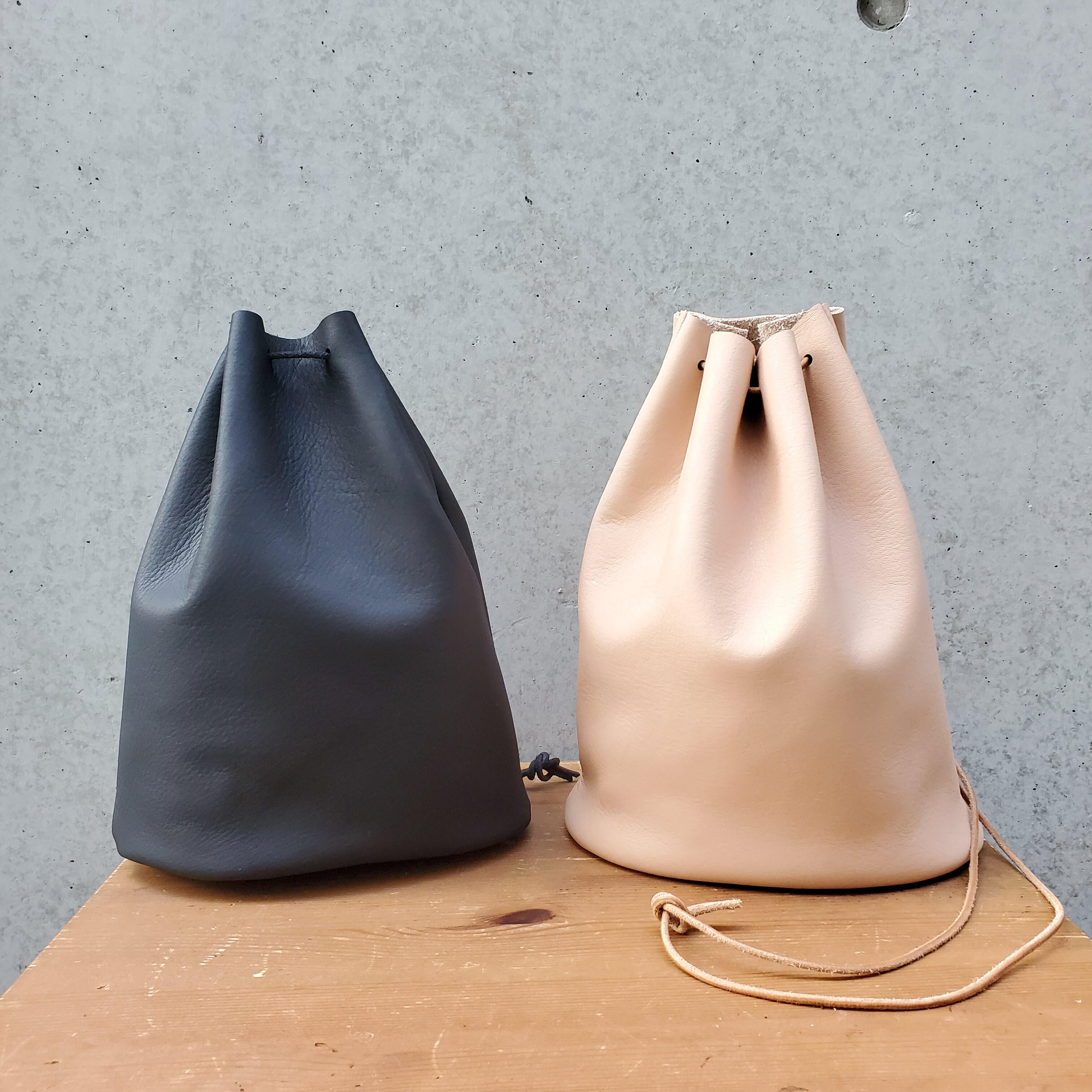 """""""Utility Bag02"""" 大人のためのレザー巾着(底あり) -柔らかくほどよい厚みが安心の牛革  - 画像3"""