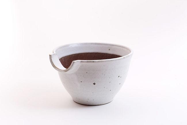 加藤智也さんのすり鉢「KATAKUCHIさん」6寸(藁白・鉄黒)