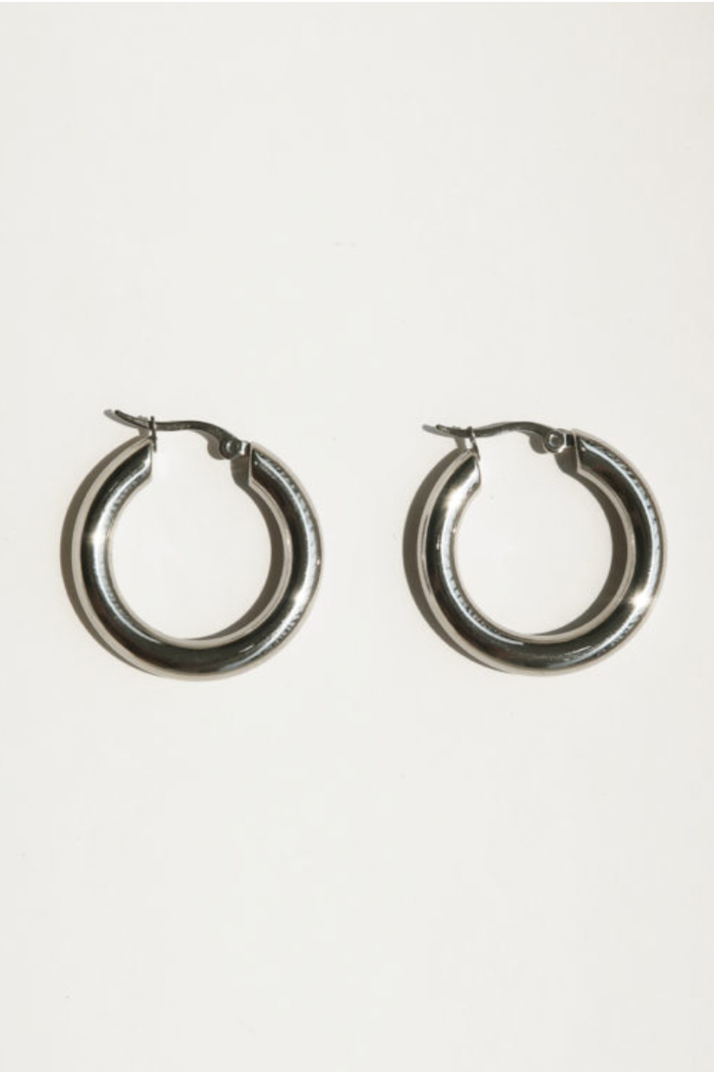 COMMON MUSE Freja Hoop Earrings