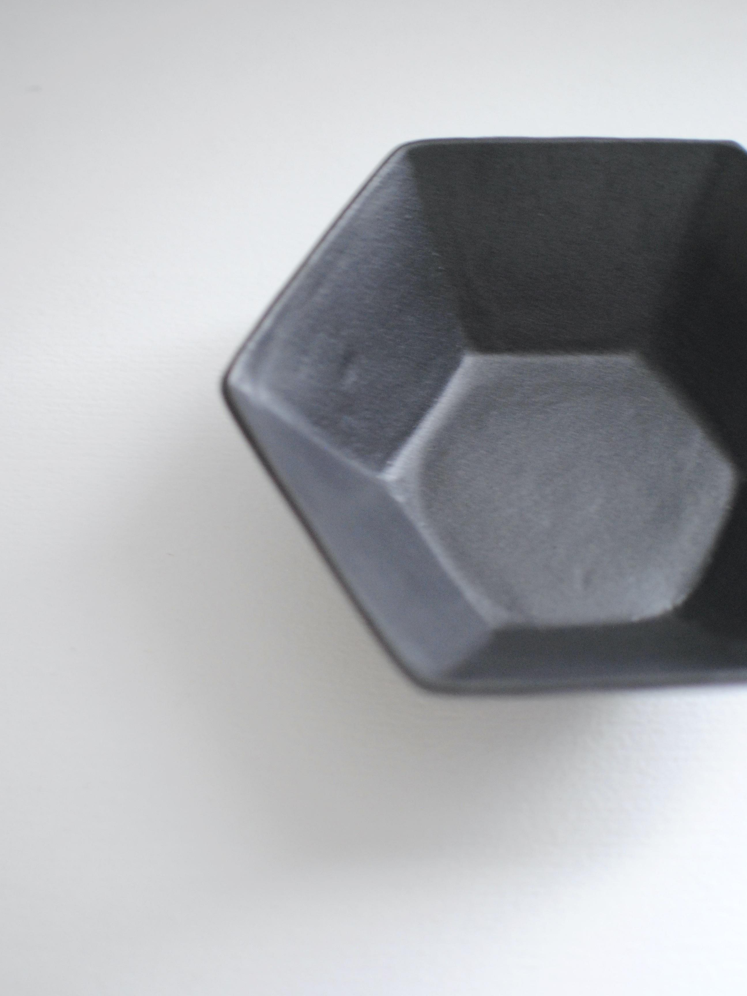 安部太一 黒釉六角鉢