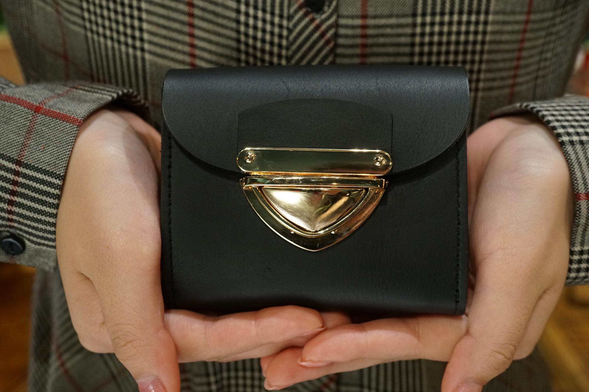 身軽にキメたい時のコンパクト財布|P式マットブラック(本革製)