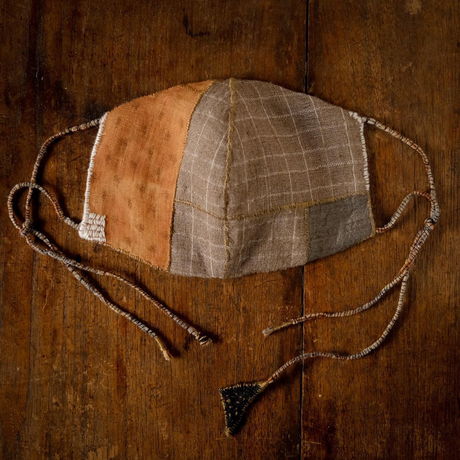 「dignity」草木染め絹/柿渋麻と炭染有機木綿の手縫いマスク 標準サイズ