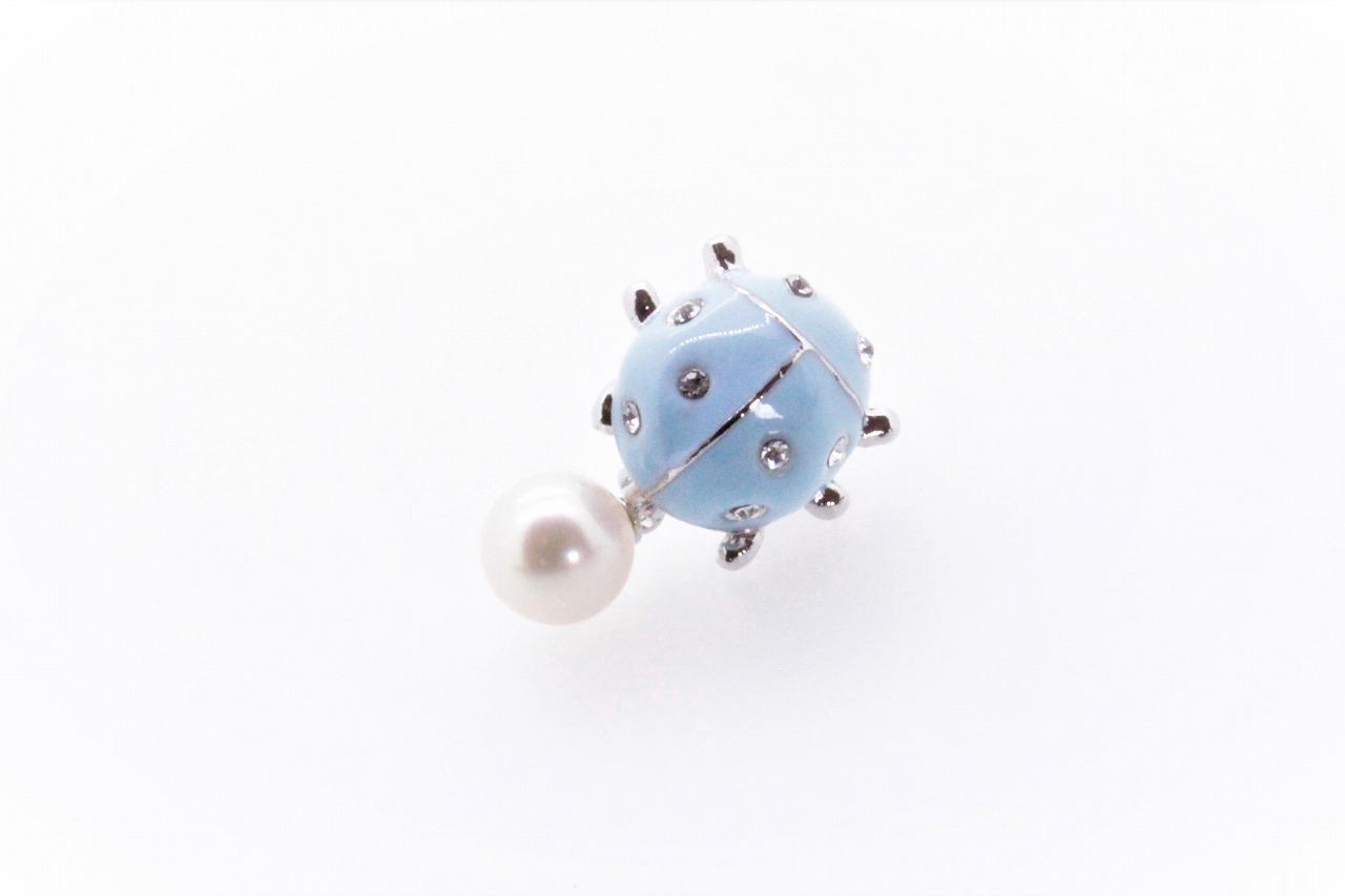 アコヤ真珠 ピンブローチ〈テントウムシ〉ライトブルー