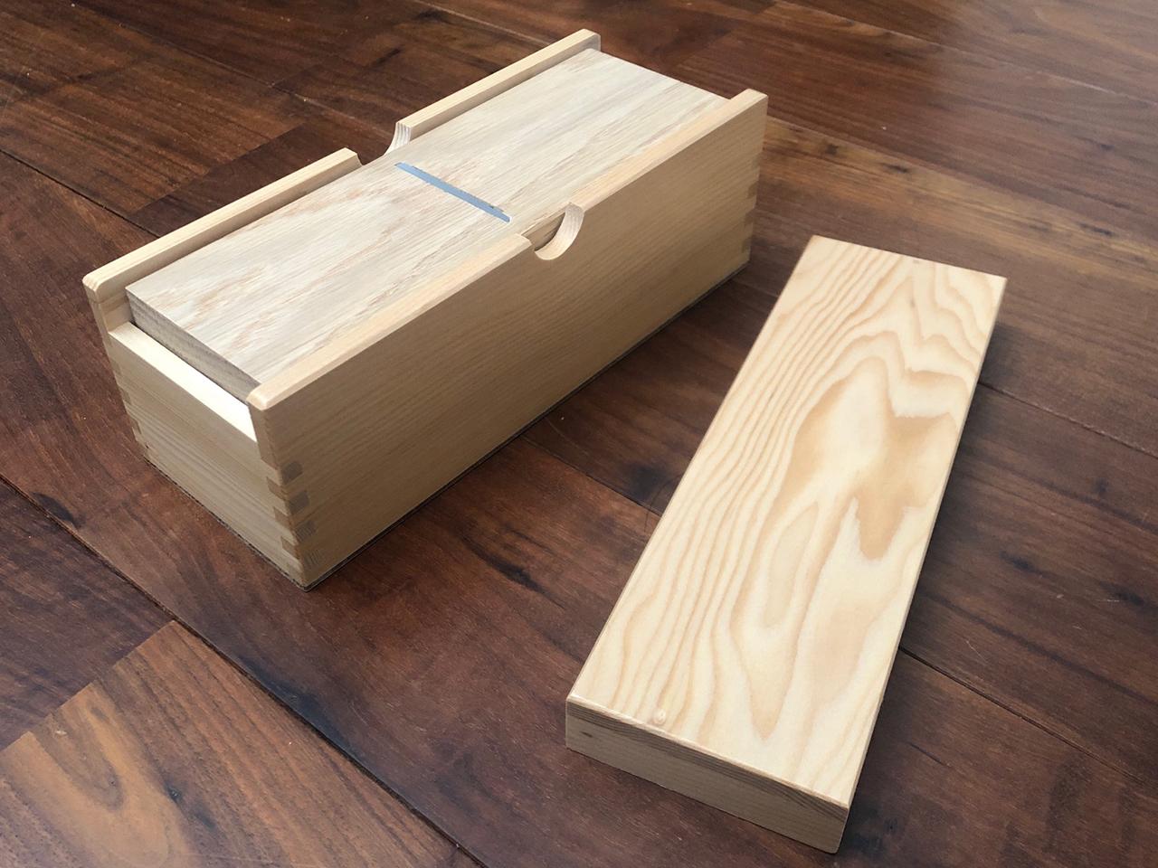 鰹節削り器 「白木鰹箱(引き出し無しタイプ)」 すべり止めシール付(shop限定セット)
