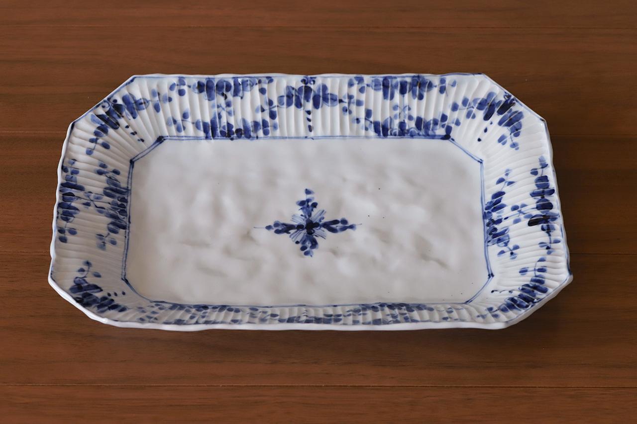 松尾貞一郎 しのぎ隅切り角盛り皿 201109-K1 貞土窯(有田焼)
