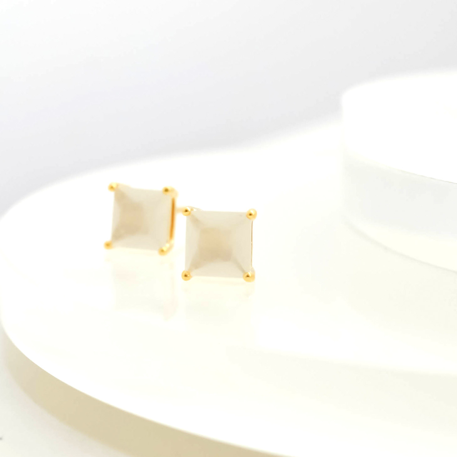 Faceted Cut Square Glass Pierces(white smoke)