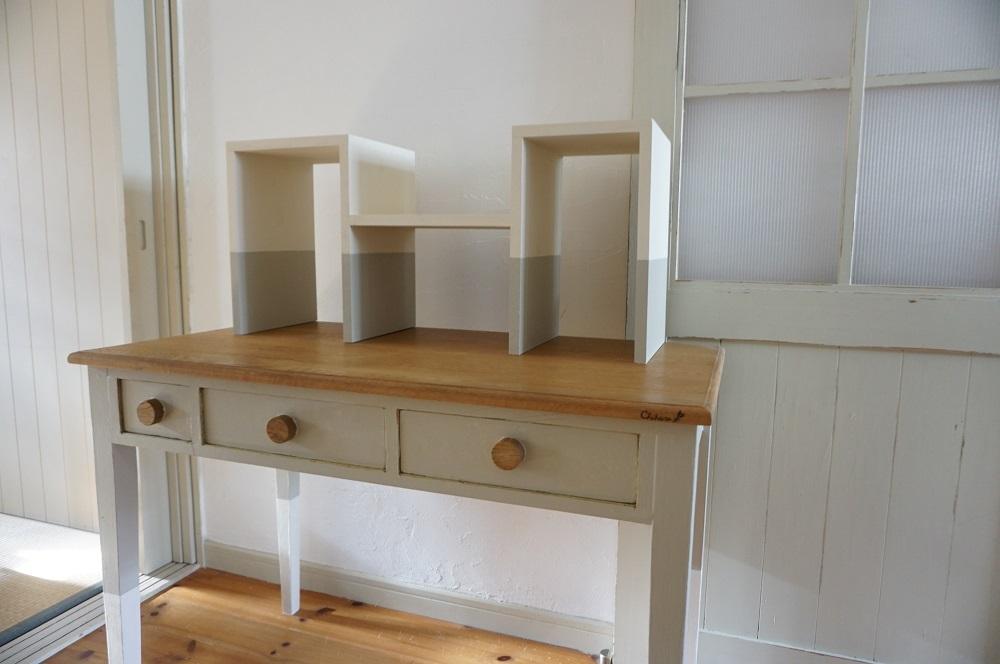 シンプルだけど可愛い北欧色のツートンカラー本棚