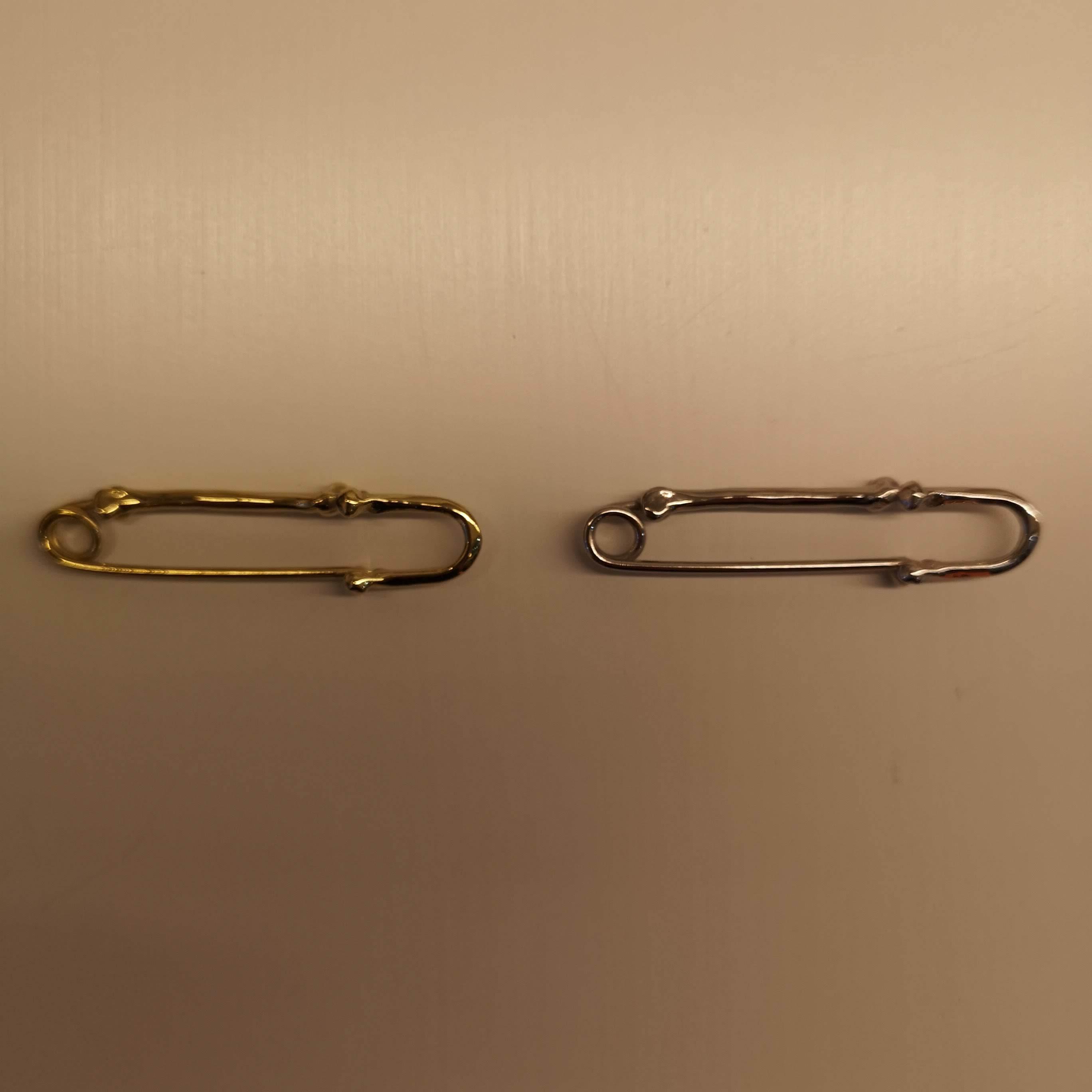 sa.0056AW18 : bone shaped pins -S-.