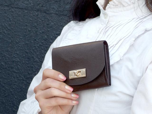 身軽にキメたい時のコンパクト財布|T式プリズムレザー・チョコ