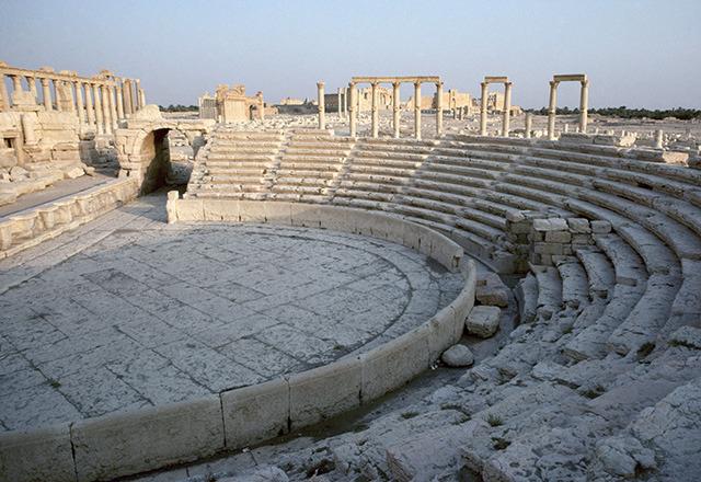 シリアのパルミラ遺跡 円形劇場 ...