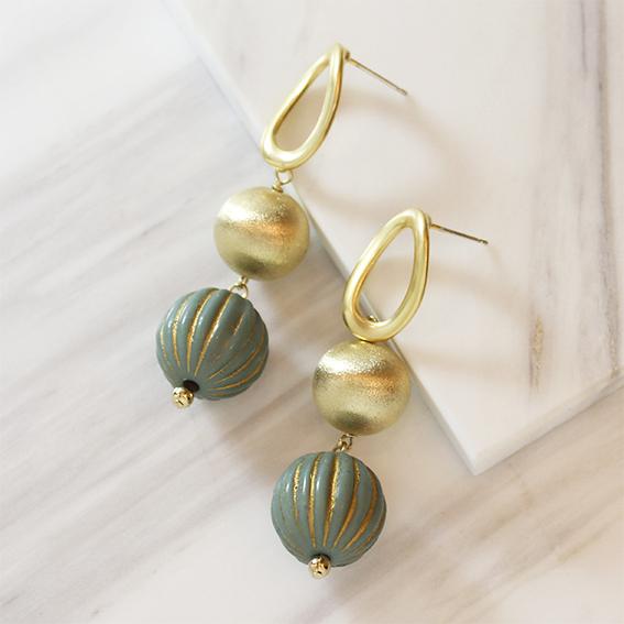 gold&green ballピアス