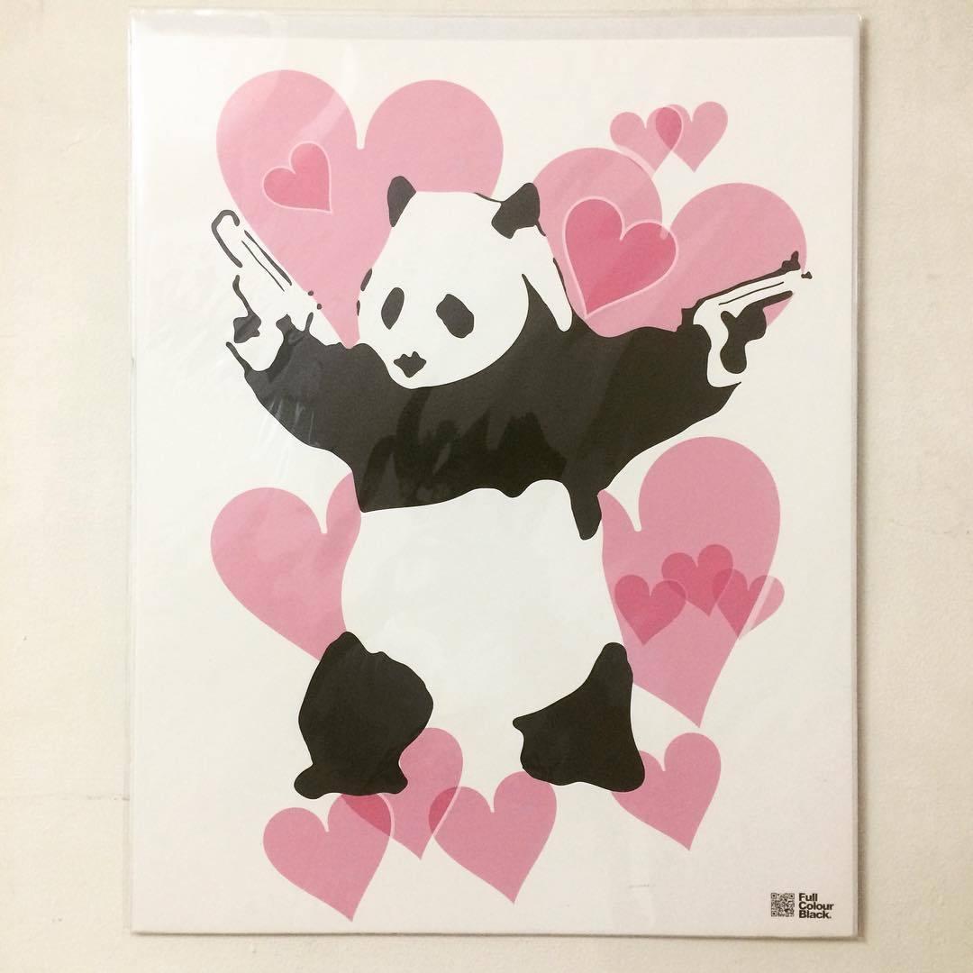 ポスター「BANKSY バンクシー Panda Guns パンダ・ガンズ」 - 画像1