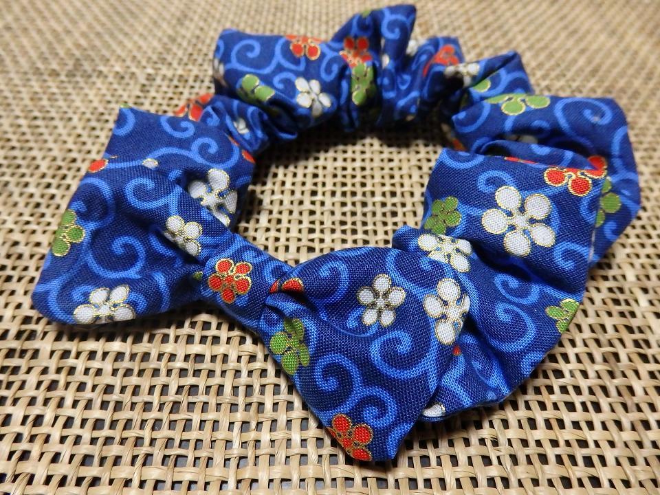 花唐草模様の蝶リボン付きシュシュ首輪【青】