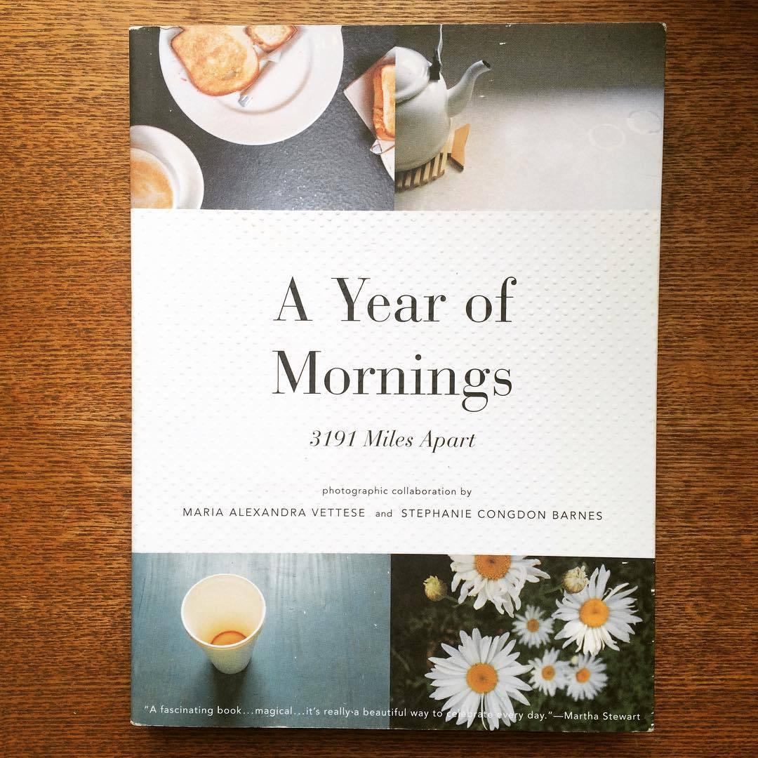 写真集「a year of mornings : 3191 miles apart」 - 画像1