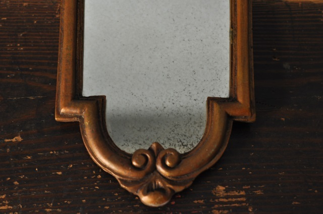 小さな壁掛け鏡