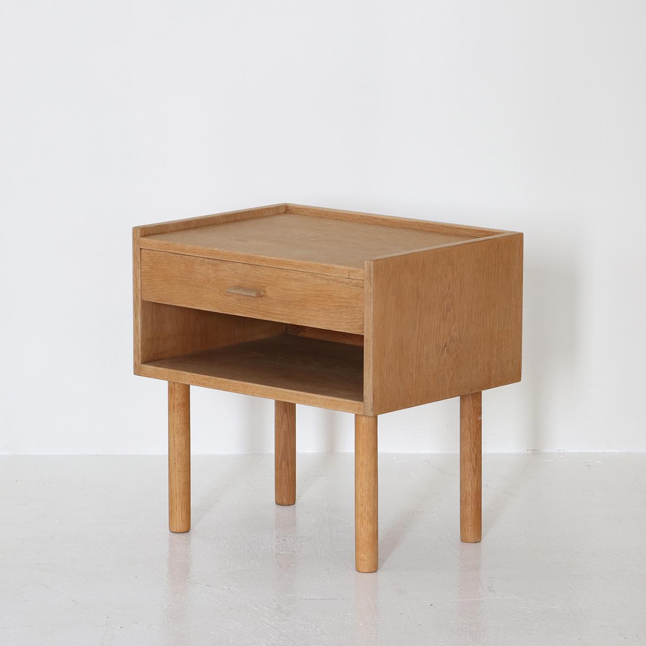 Bed side chest / Hans J Wegner / RY Mobler