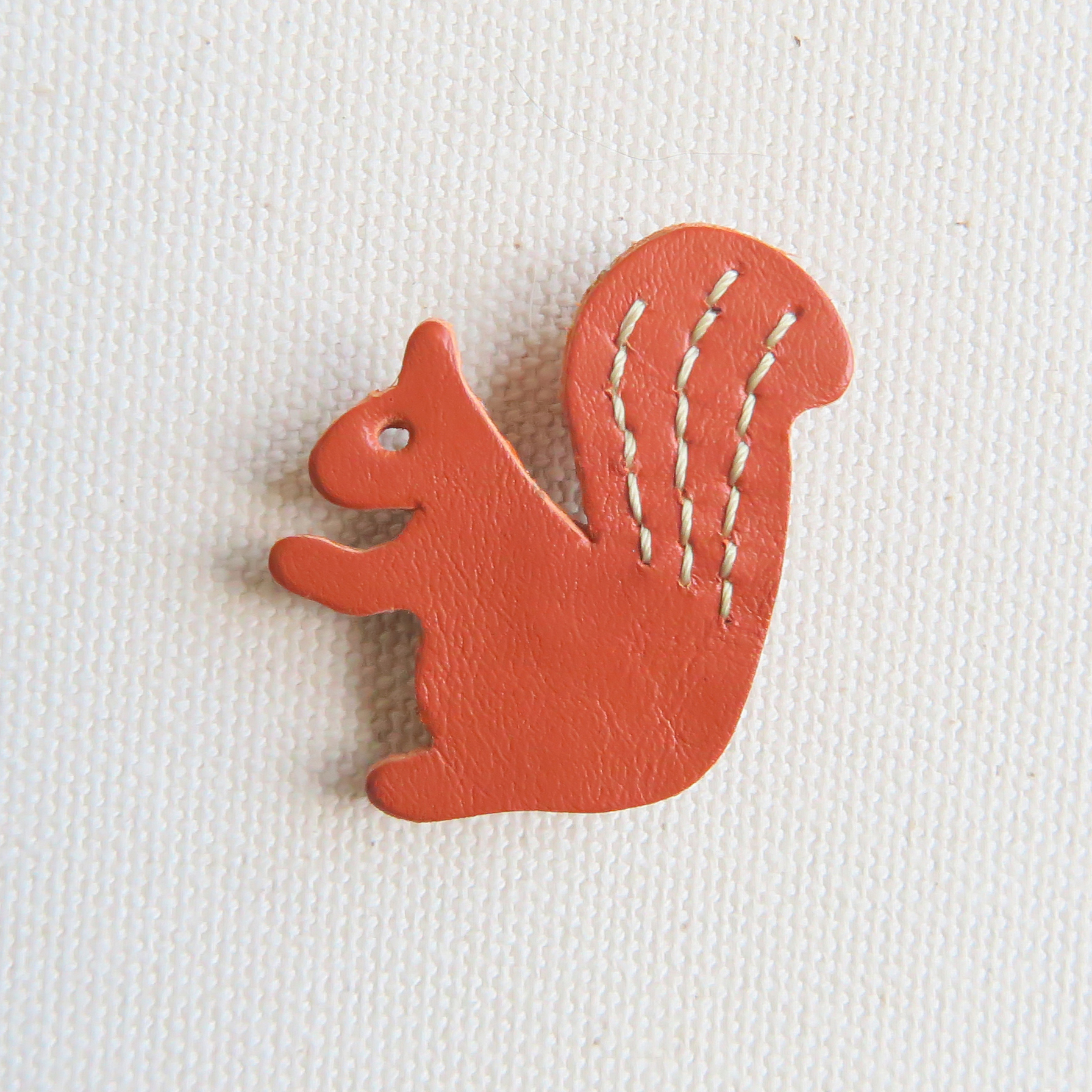 Leather brooch squirrel R.BROWN