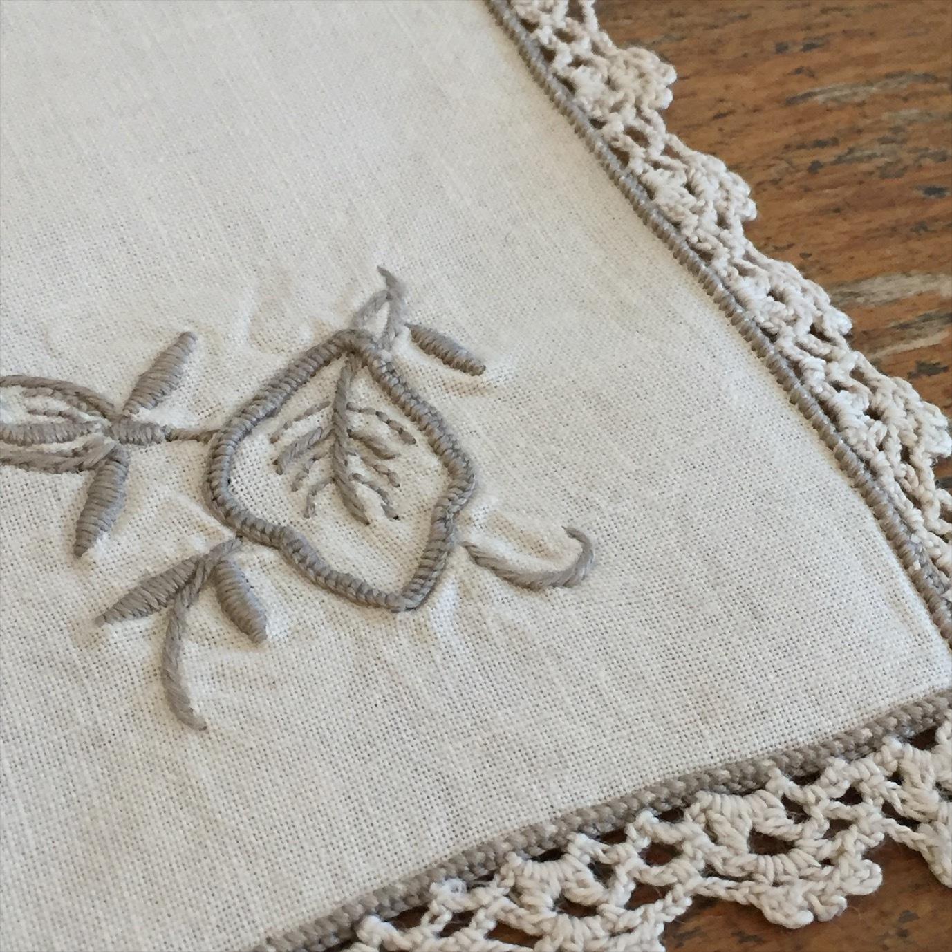 刺繍ハンカチーフ