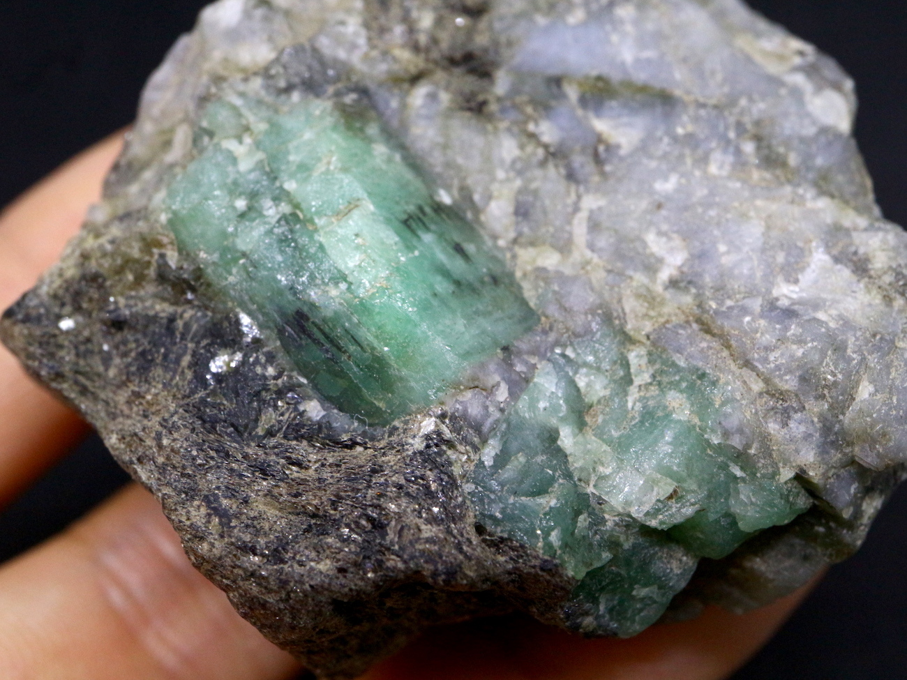 エメラルド 原石 標本 鉱物 82,7g ED018 ベリル 緑柱石
