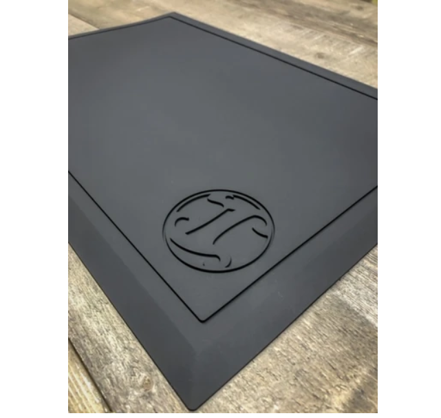 【ラス1になりました】アーヴィングバーバーカンパニー ワークステーションマット黒+黒ロゴ