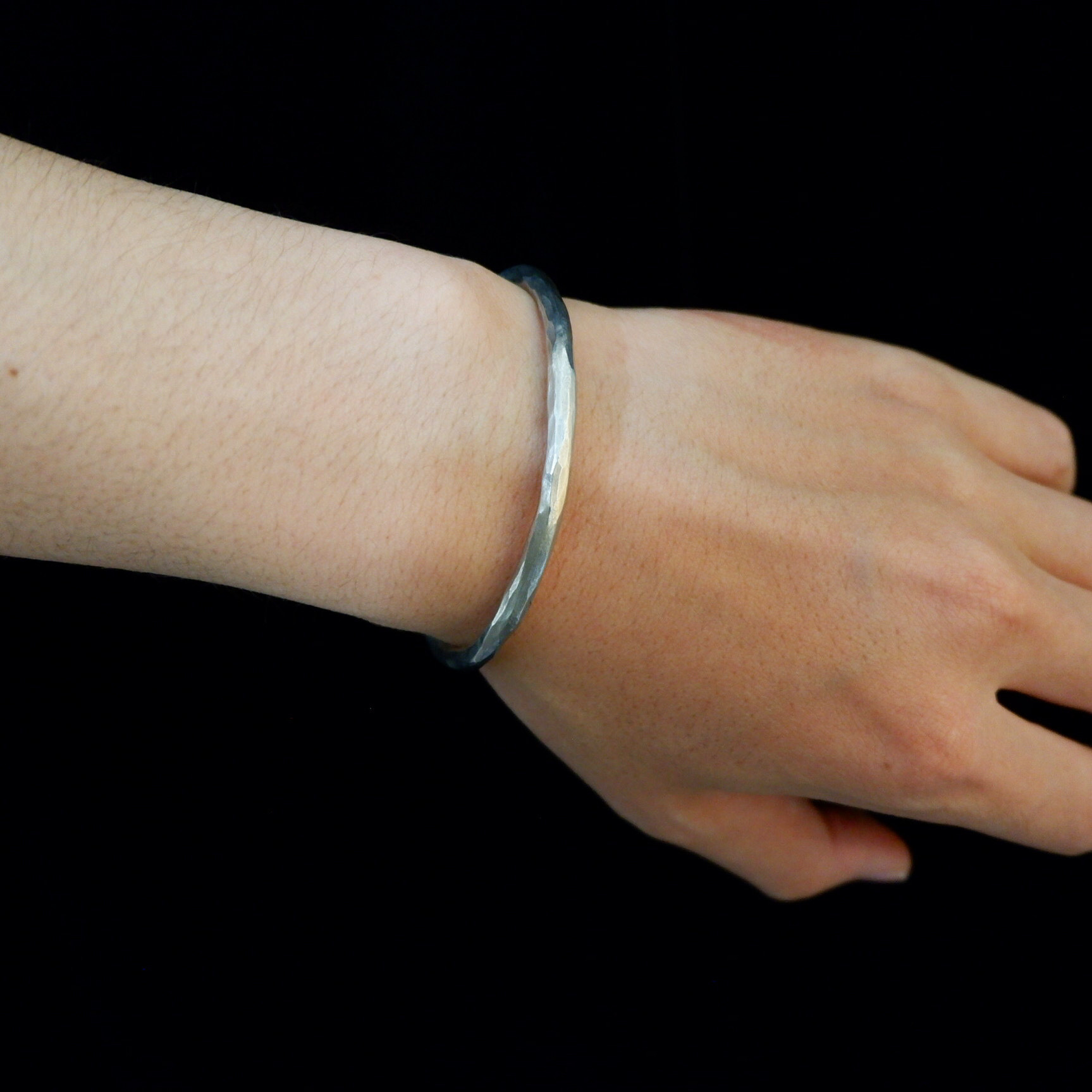 【UMB-001】Hammered Tin Bangle