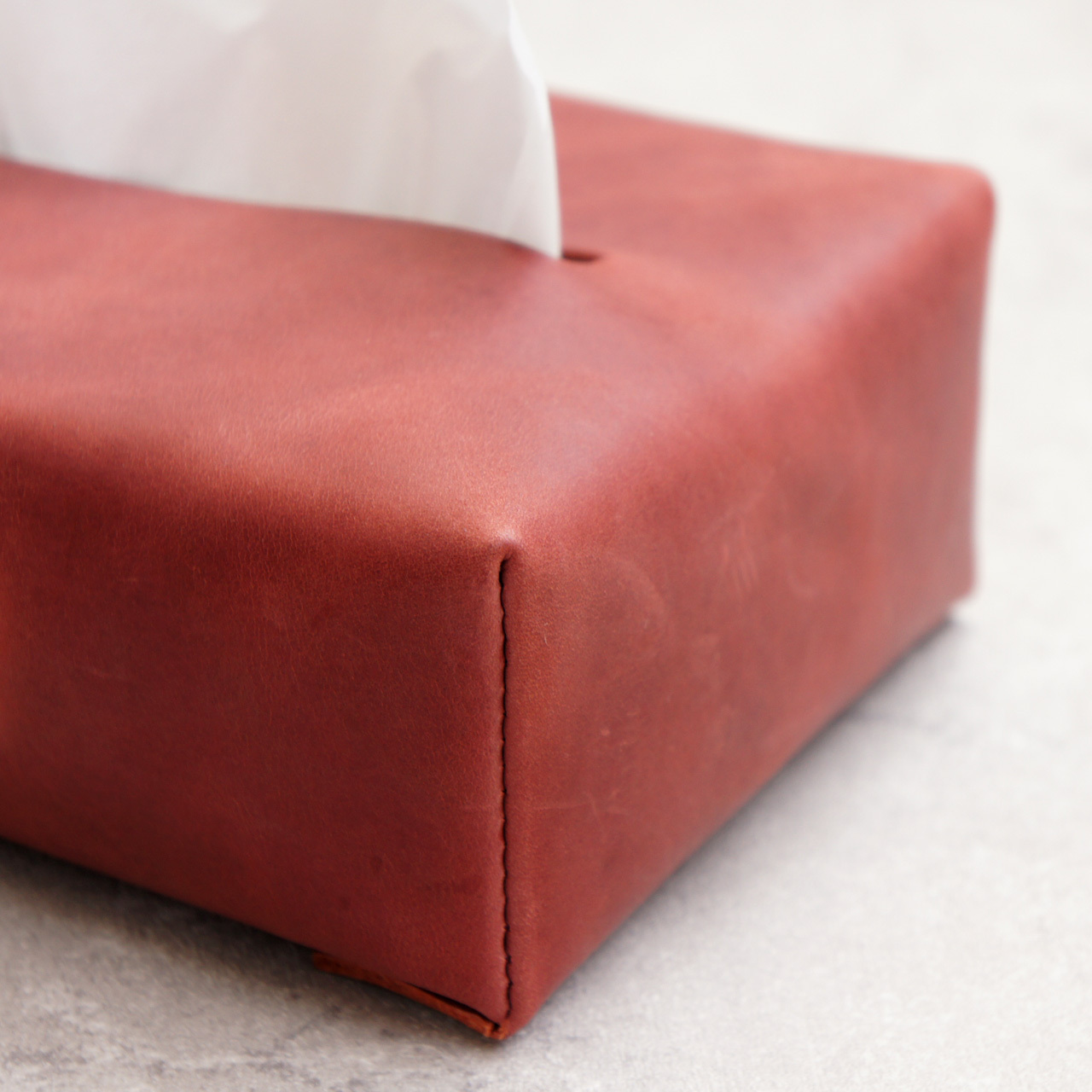 ふんわり柔らか革の箱ティッシュカバー【レッド】