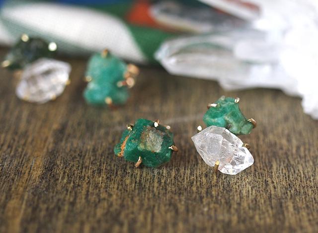 原石のエメラルドとハーキマーダイアモンドのピアス