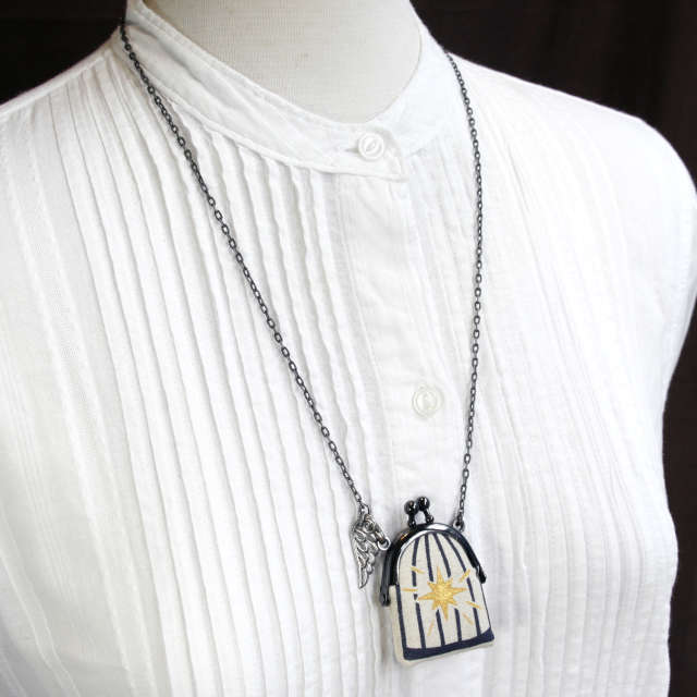 【受注製作】鳥かごがま口ミニ 翼のネックレス 紺色 - 金星灯百貨店