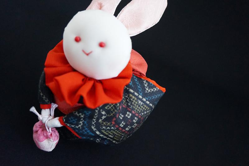 着物、和服の古布人形「着物を着たうさぎ」 - 画像1