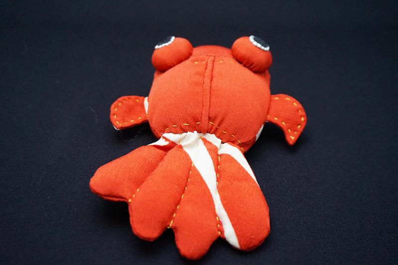 着物、和服の古布人形「出目金(赤)」 - 画像3