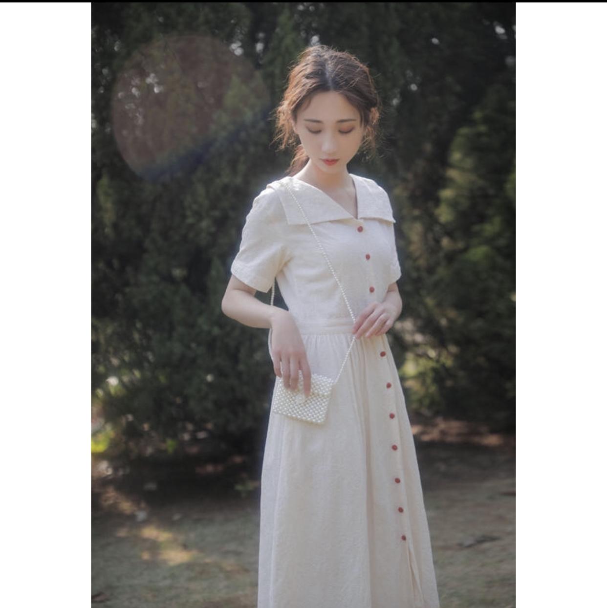 163917423e040 襟付きナチュラルフロントボタンのシャツワンピース 大人ガーリー シンプル 白ワンピ きれいめ 上品 お嬢様ワンピ 大人可愛い ハイウエスト フレア スカート