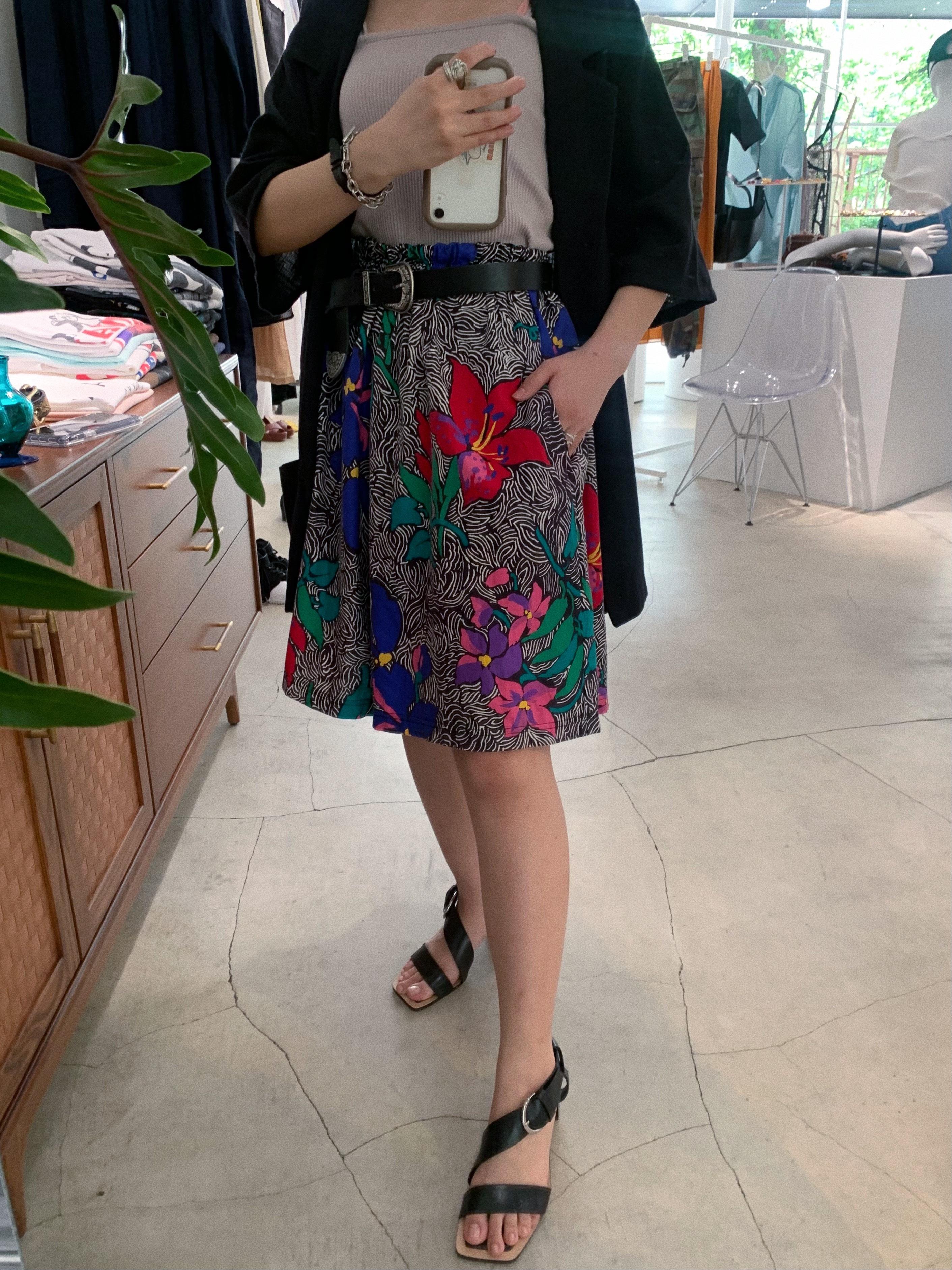 vintage floral pattern half pants