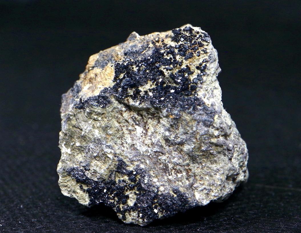 メラナイト アンドラダイト ガーネット 灰鉄柘榴石 原石 28,6g AND009 鉱物 標本 原石 天然石